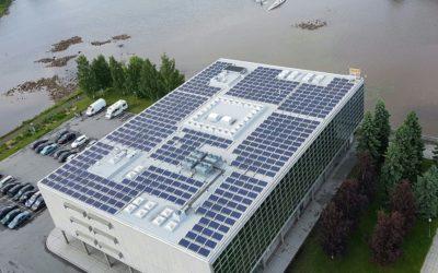 Oulun kaupungin pääkirjaston aurinkopaneeliurakka valmistui ongelmitta.
